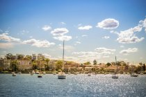 Houses with moored boats, Sydney — Stock Photo