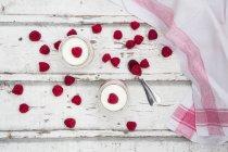 Мус з сиру маскарпоне малини — стокове фото