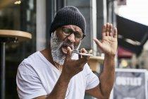 Man talking on phone — Stock Photo
