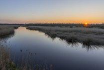 Feder lac au coucher du soleil — Photo de stock