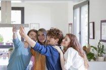 Friends taking selfies — Stock Photo