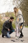 Man inflating bicycle tire — Stock Photo