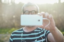 Immagine di uomo prendendo del Visualizzatore — Foto stock