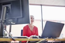 Woman working at desk in office — Stock Photo