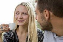 Mulher loira com copo de café expresso — Fotografia de Stock