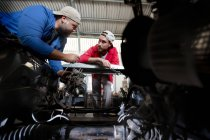 Mechanics repairing car — Stock Photo