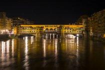 Ponte Vecchio de noche, Florencia - foto de stock