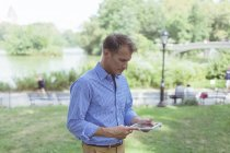 Man with digital tablet — Stock Photo