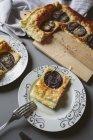 Affettato al forno Focaccia con cipolle — Foto stock