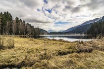 Österreich, Tirol, Blick auf Schwarzsee und See im Hintergrund — Stockfoto