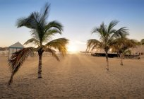 Idyllic sunset at the beach — Stock Photo