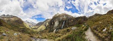 Perù, Ande, Parco Nazionale Huascaran, vista di paesaggio di montagne panoramiche, panorama — Foto stock