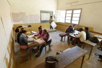 Jóvenes de Madagascar, Fianarantsoa, asistir a un profesorado - foto de stock