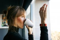 Woman drinking cup of coffee — Stock Photo