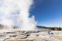 USA, United States of America, Wyoming, Montana, Idaho, Yellowstone National Park, Lower Geyser Basin, Firehole Lake Drive, Great Fountain Geysir — Stock Photo