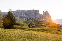 Italien, Suedtirol, Seiser Alm, Schlern at sunset — стокове фото