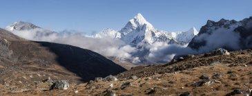 Népal, Himalaya, Khumbu, région de l'Everest, Cho la, Cholatse peak pendant la journée — Photo de stock