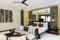 Indonésie, Bali. Chambre d'hôtel en intérieur — Photo de stock