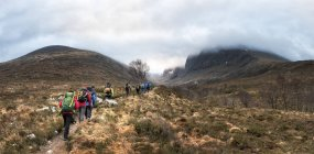 Непал, Гімалаї, Кхумбу, Еверест регіон. Мандрівників, ходьба на слід гори — стокове фото