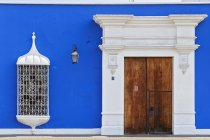 View of blue colonial building and door , Peru — Stock Photo