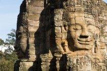 Kambodscha, Siem Reap, Angkor, Bayon Tempe durante il giorno — Foto stock