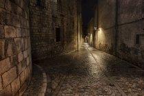 Іспанії, Каталонія, Жирони, Старе місто вночі, Pujada-дель-Рей Марті вулиці — стокове фото