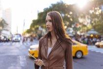 Jeune femme d'affaires à Manhattan. New York City. États-Unis — Photo de stock