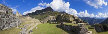 América do Sul, Peru, Andes, paisagem de montanhas com vista panorâmica de Machu Picchu — Fotografia de Stock