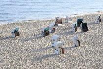 Германия, Узедом, с капюшоном пляжные стулья — стоковое фото