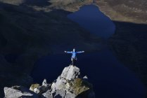 UK, North Wales, Snowdonia, Craig Cwm Silyn, mountaineer on Outside Edge Route — Stock Photo