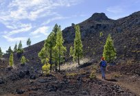 Spain, Canary islands, Tenerife, woman on hiking trail — Stock Photo