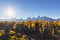 EUA Estados Unidos da América, Wyoming, montanhas rochosas, Teton Range, Parque Nacional de Grand Teton, Rio Snake, pico de Nez Perce, médio Teton, Grand Teton, Owen monte e montanha Teewinot — Fotografia de Stock