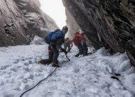 Nepal, Himalayas, Khumbu, Everest region. Trekkers climbing on snowy mountain — Stock Photo