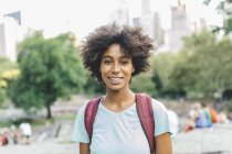 Young attractive african american woman posing at city park — Stock Photo