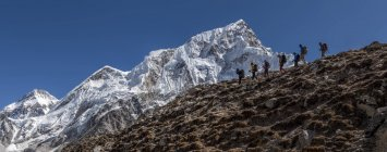 Nepal, Himalaya, Khumbu, regione dell'Everest, scalatori escursioni in montagna — Foto stock