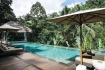 Indonésie, Bali. Piscine tropicale — Photo de stock