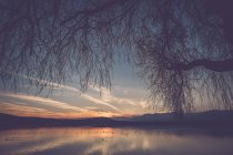 Itália, tranquilidade Lago Viverone ao pôr do sol — Fotografia de Stock