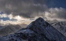 Горный пейзаж зимой, Шотландия — стоковое фото