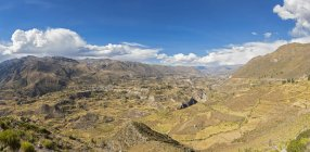 Peru, Andes, Chivay, Colca Tal, Panorama of Colca Canyon view from above — Stock Photo