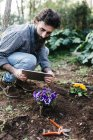 Man taking photographs with tablet of flowers — Stock Photo