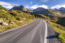 View of road surrounded by grass during daytime,austria — Stock Photo