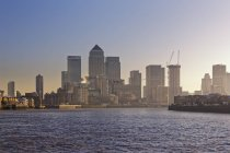 View of the financial center Canary Wharf and Thames, London, England, Great Britain, Europe — Stock Photo