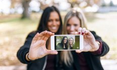 Two friends taking a selfie together — Stock Photo