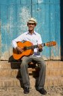 Musician with guitar in the street of Trinidad, Cuba — Stock Photo