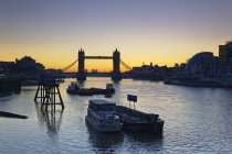 Tower Bridge over water, Themse, London, England — Stock Photo