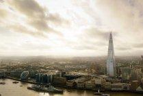 Uk, london, aus der Vogelperspektive von london mit der Themse und dem Wolkenkratzer the shard — Stockfoto