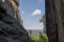 Vista diurna delle pareti montane nel parco nazionale della Svizzera sassone — Foto stock