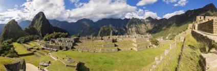 Sud America, Perù, Ande, Panorama delle montagne con vista su Machu Picchu — Foto stock