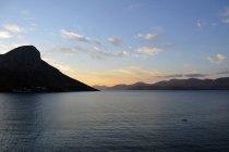Tagsüber Blick auf einsame Boot in der Ägäis in der Nähe von Inseln — Stockfoto