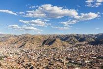 Vista della cittadina suroounded di colline, cusco, Perù — Foto stock